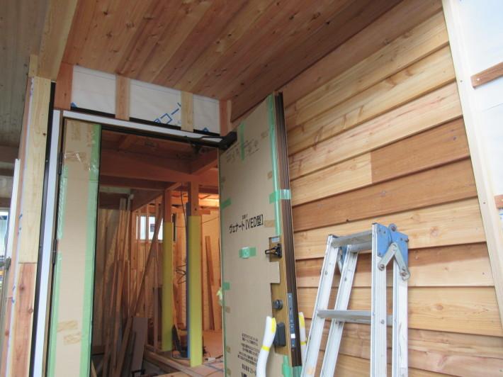 座間市栗原の家☆外壁と軒下の木貼り!_c0152341_17354354.jpg