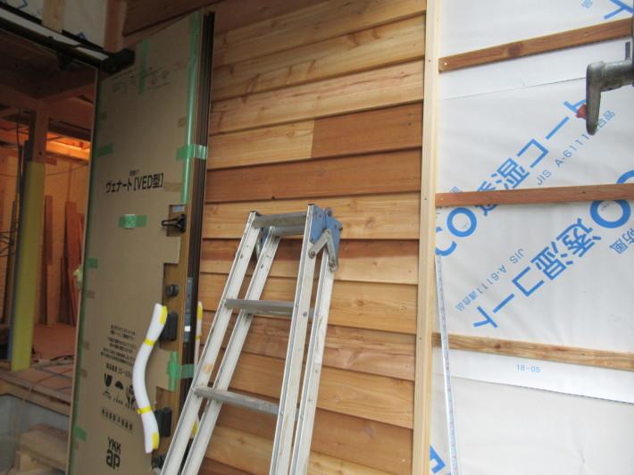 座間市栗原の家☆外壁と軒下の木貼り!_c0152341_17364973.jpg