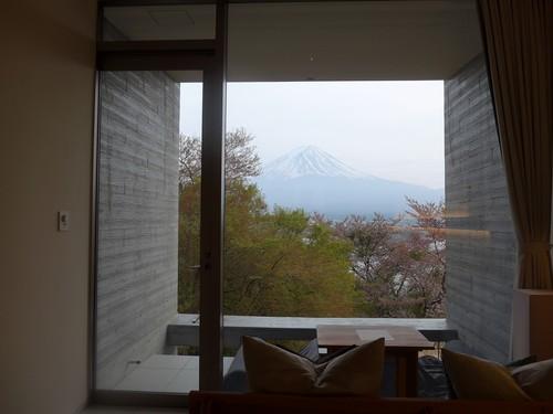 富士河口湖町「星のや富士」へ行く。春の前編_f0232060_2065743.jpg