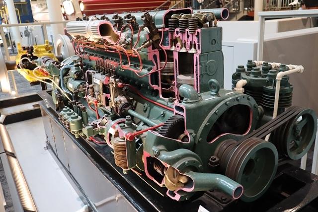 藤田八束の京都ご案内@京都鉄道博物館は素晴らしい、鉄道の歴史・鉄道技術の発展を現物を見ながら学ぶ_d0181492_13244327.jpg