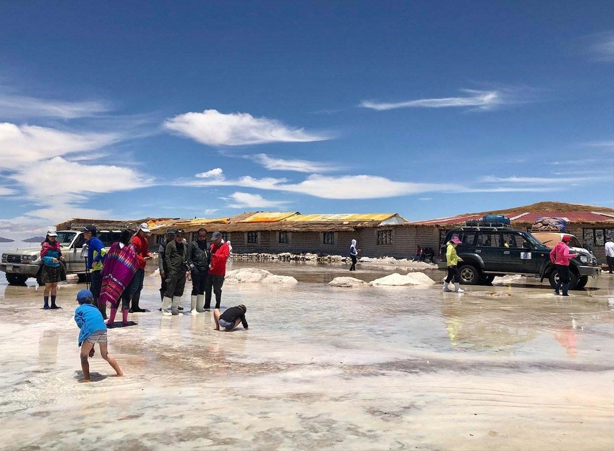 中南米の旅/29 ウユニ塩湖にある唯一のトイレ_a0092659_00500807.jpg