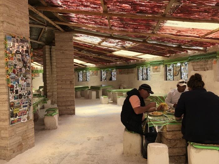 中南米の旅/29 ウユニ塩湖にある唯一のトイレ_a0092659_00572693.jpg