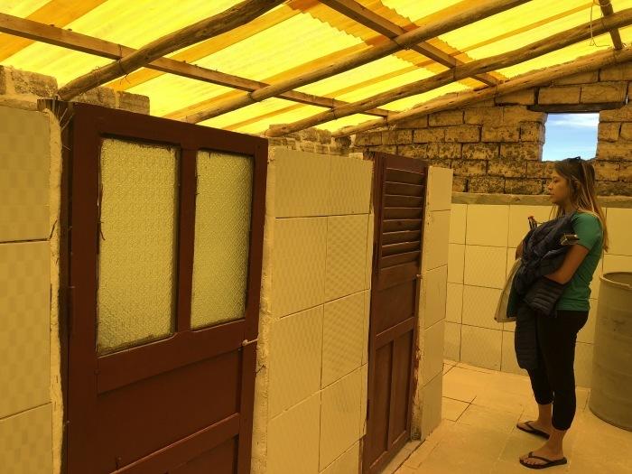 中南米の旅/29 ウユニ塩湖にある唯一のトイレ_a0092659_01025604.jpg