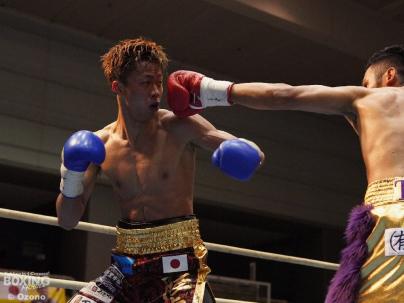 期待を裏切らない男5R3分7秒KO勝ち_a0134296_10152389.jpg