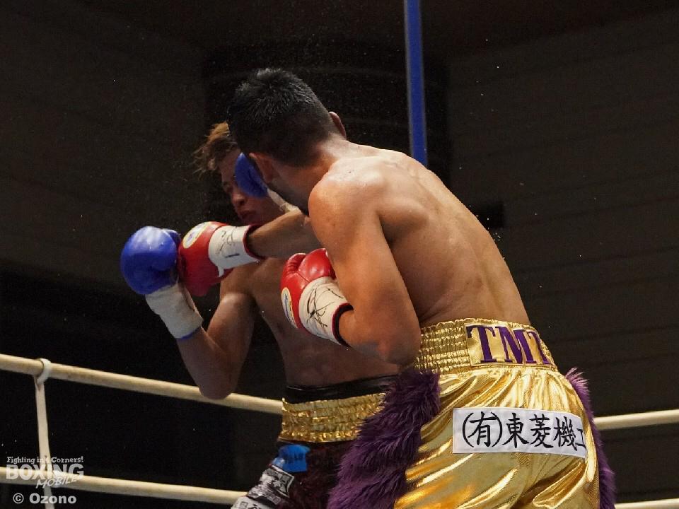 期待を裏切らない男5R3分7秒KO勝ち_a0134296_10152633.jpg