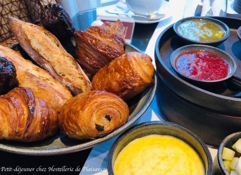 プレザンスで朝食を Petit déjeuner chez Plaisance_e0243221_02571629.jpg