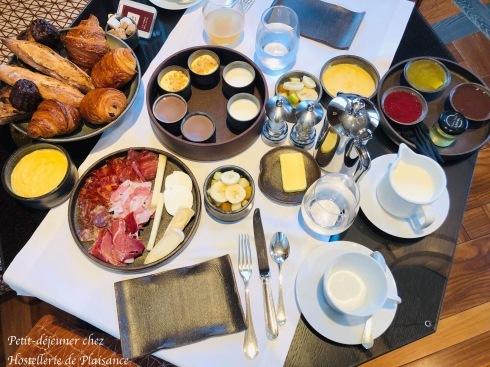 プレザンスで朝食を Petit déjeuner chez Plaisance_e0243221_02584149.jpg