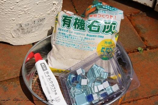 『NHK趣味の園芸』100均鉢植えプランターを漆喰風にリメイク(春の庭)_f0023333_22141810.jpg
