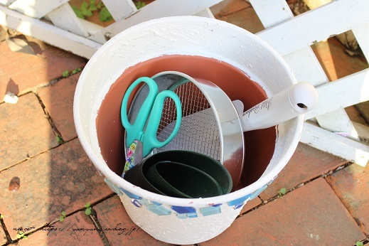 『NHK趣味の園芸』100均鉢植えプランターを漆喰風にリメイク(春の庭)_f0023333_22150758.jpg