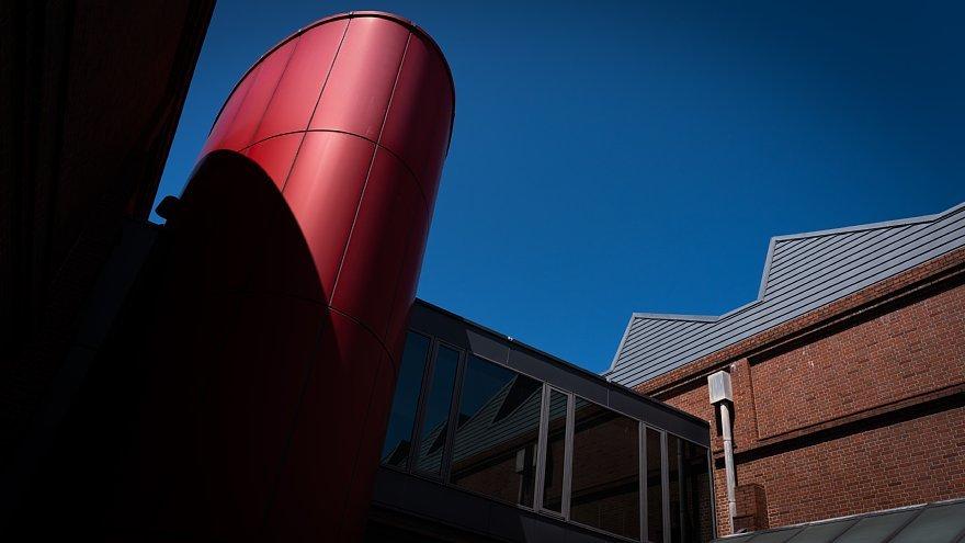 赤煉瓦の鋸屋根工場_d0353489_09001181.jpg