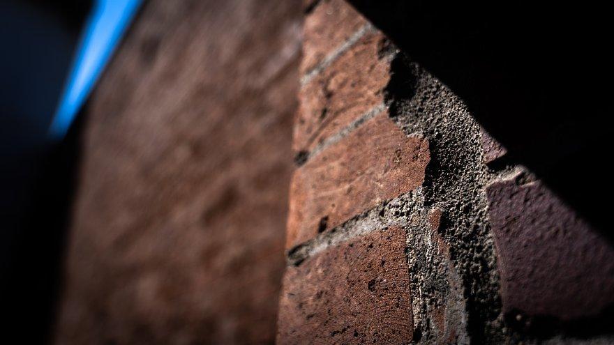 赤煉瓦の鋸屋根工場_d0353489_09001645.jpg