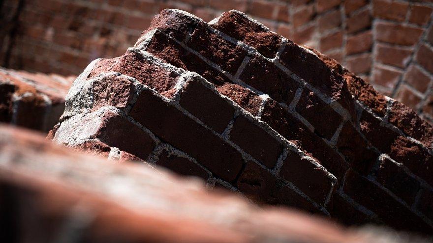 赤煉瓦の鋸屋根工場_d0353489_09002457.jpg