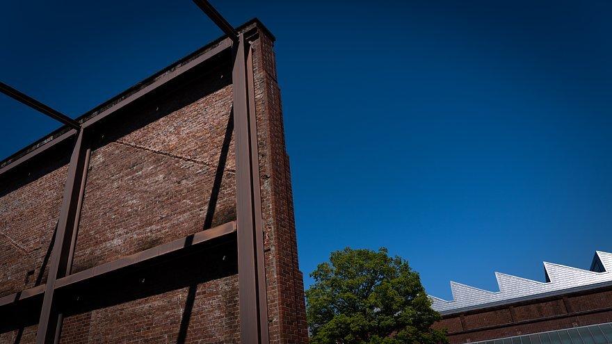 赤煉瓦の鋸屋根工場_d0353489_09002753.jpg