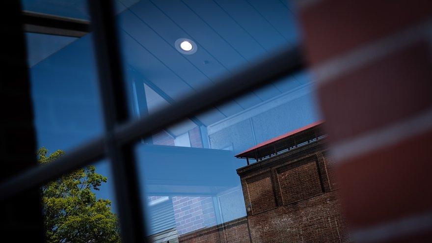 赤煉瓦の鋸屋根工場_d0353489_09003669.jpg