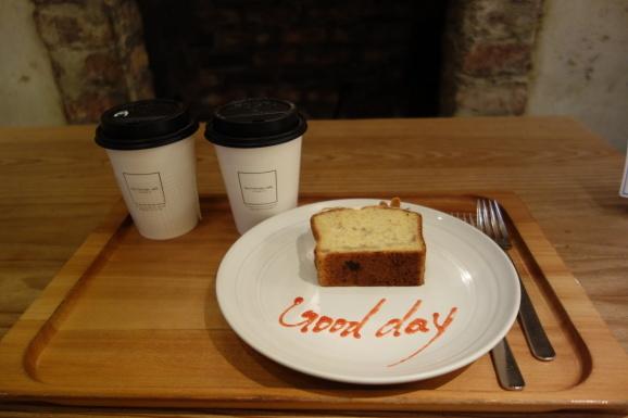 ロンハーマンカフェでバナナケーキ_e0230011_17114899.jpg