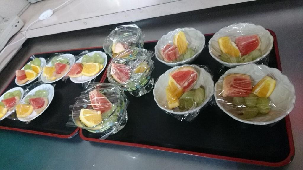 ハンバーグ定食500円、フルーツ盛り100円_b0106766_11272607.jpg
