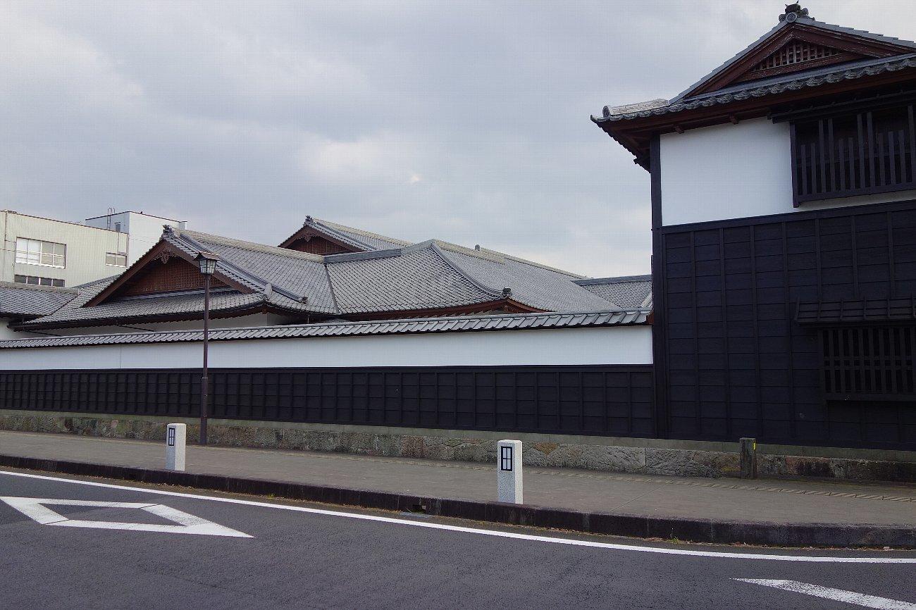 松江城の堀端を歩く_c0112559_08180919.jpg