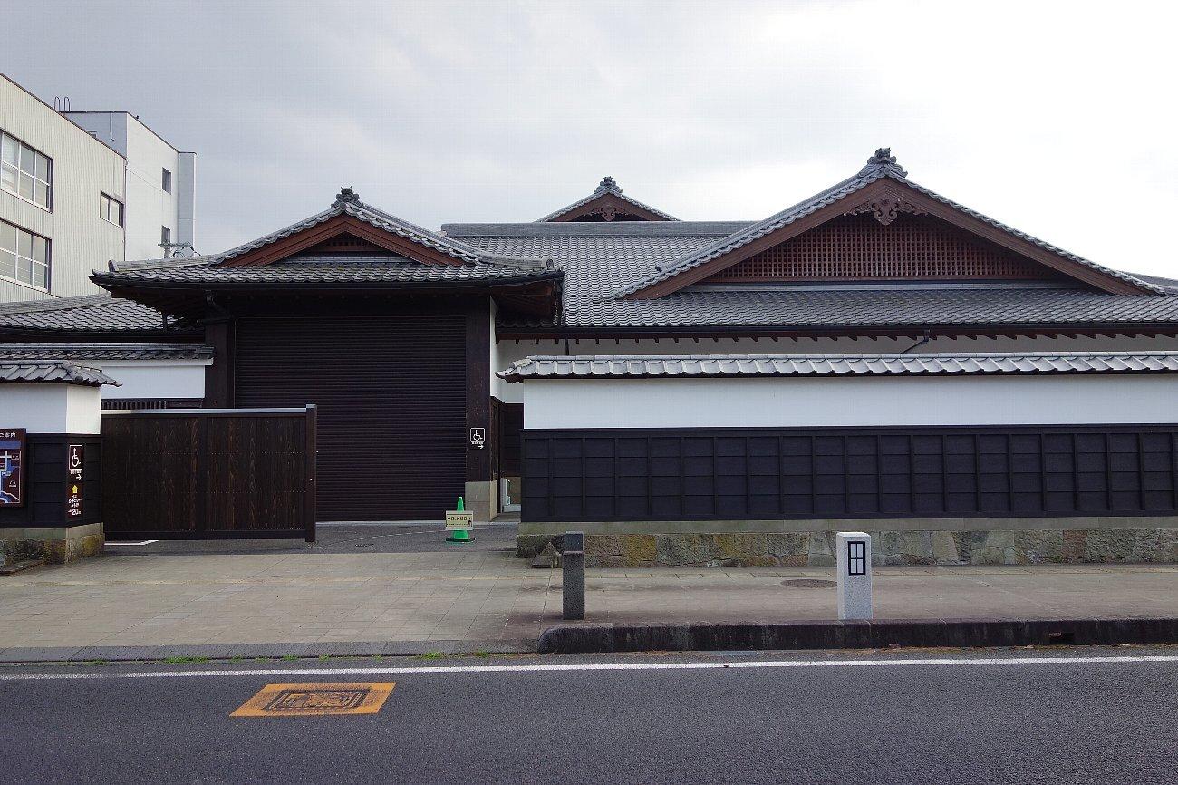 松江城の堀端を歩く_c0112559_08182846.jpg