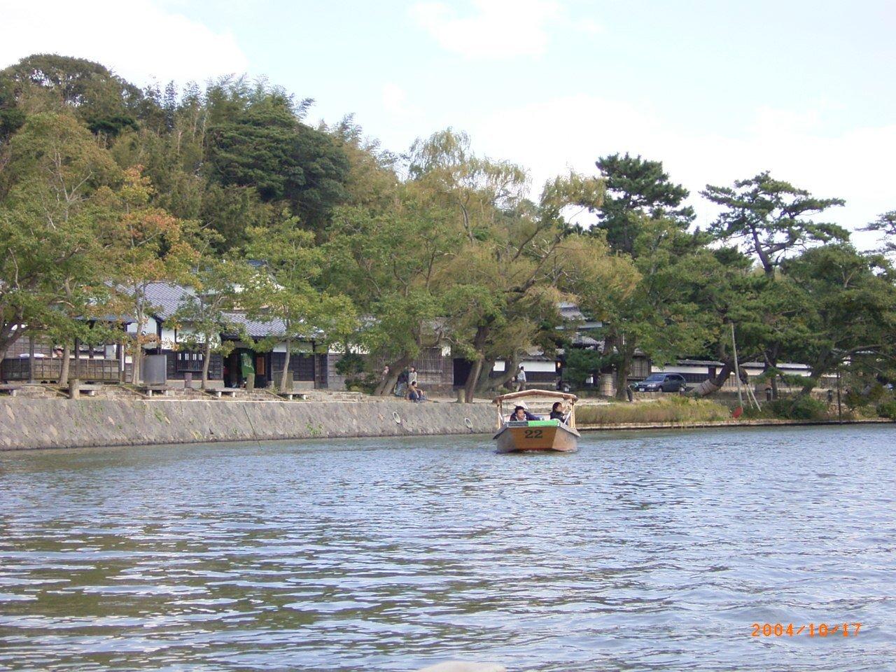 松江城の堀端を歩く_c0112559_08215733.jpg