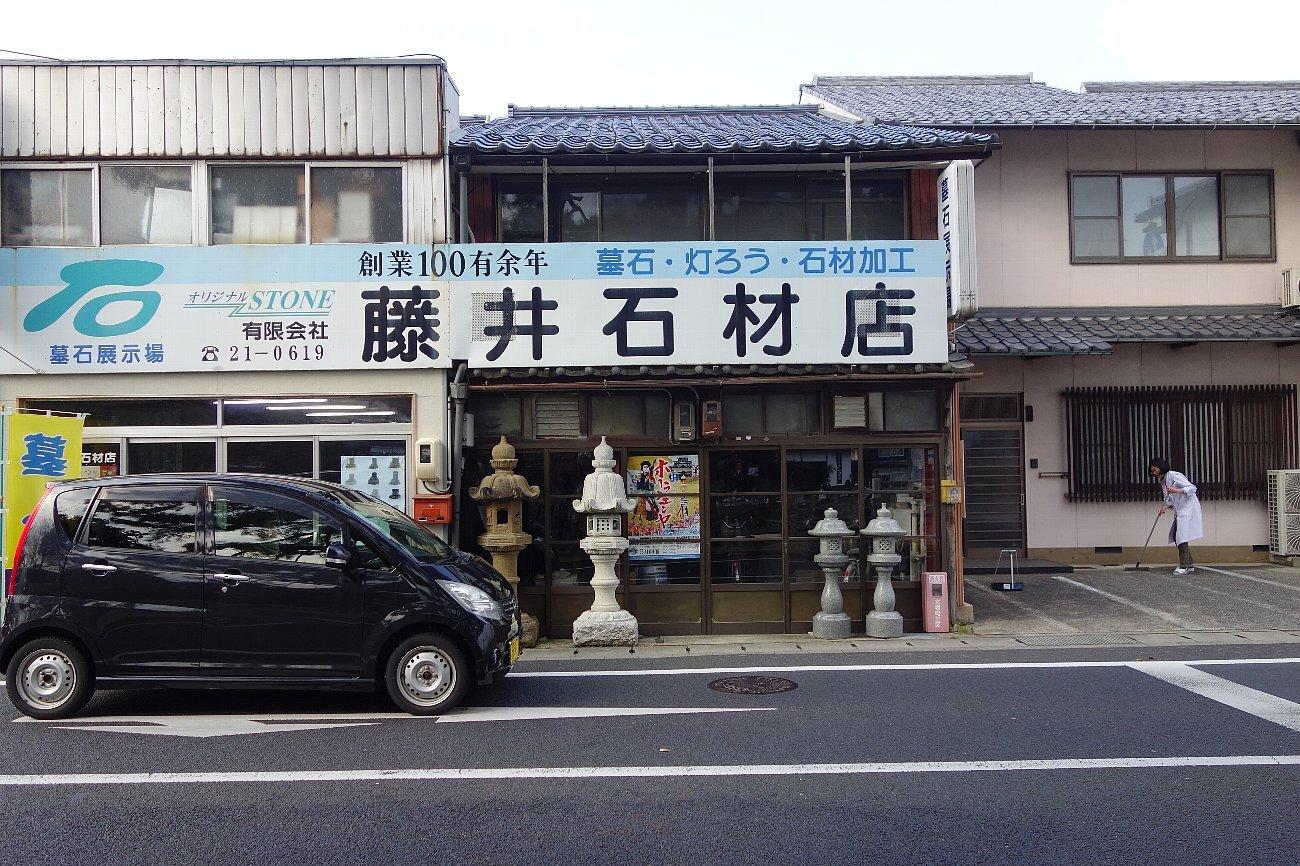 松江城の堀端を歩く_c0112559_08310430.jpg