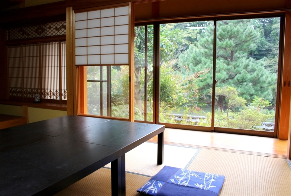 松江城の堀端を歩く_c0112559_08341009.jpg