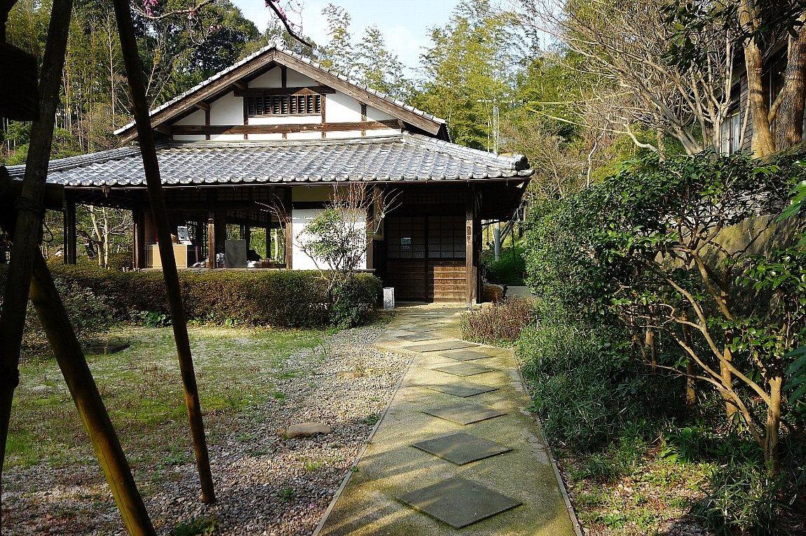 松江城の堀端を歩く_c0112559_08371197.jpg