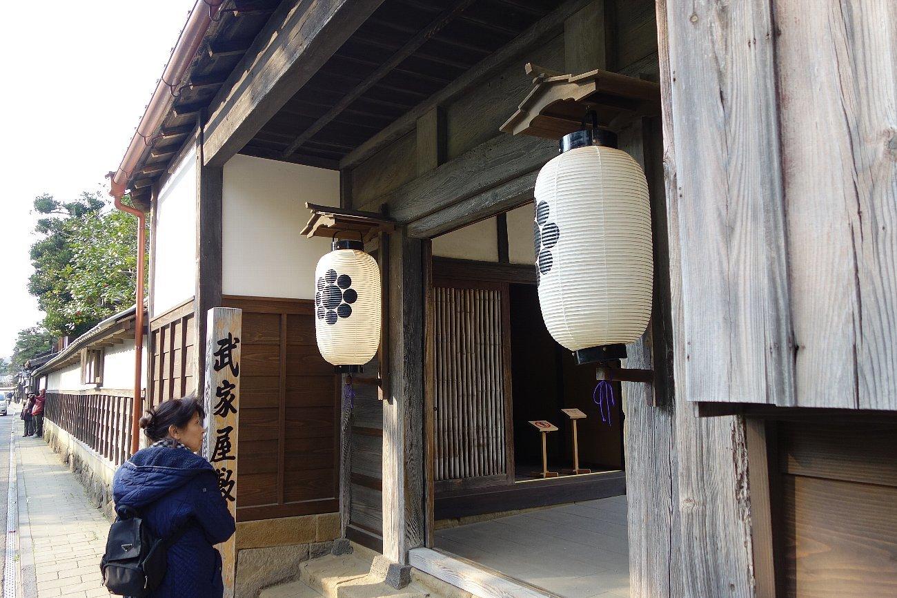 松江城の堀端を歩く_c0112559_08373023.jpg