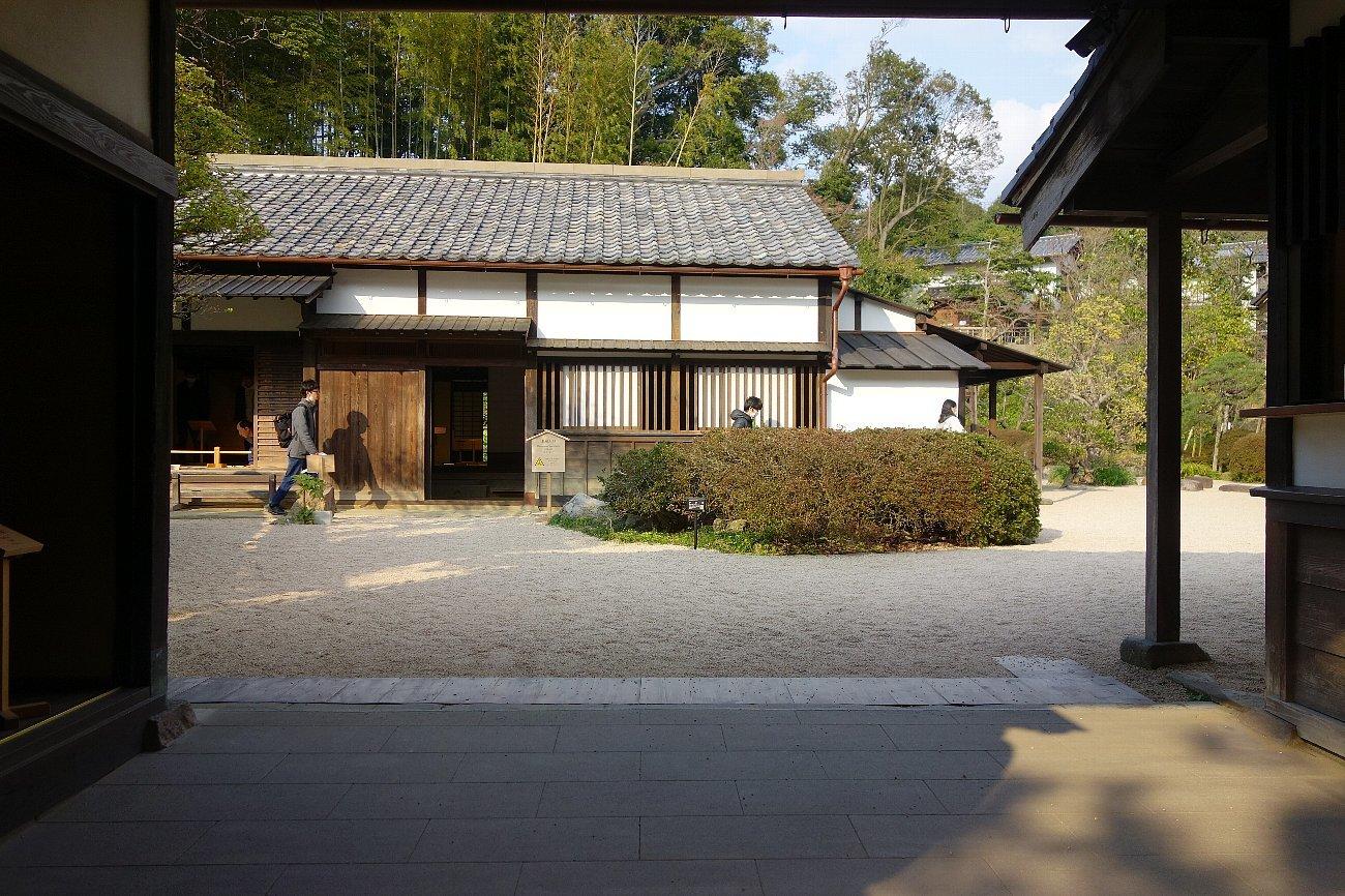 松江城の堀端を歩く_c0112559_08384730.jpg