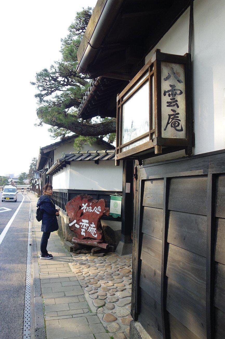 松江城の堀端を歩く_c0112559_08391105.jpg