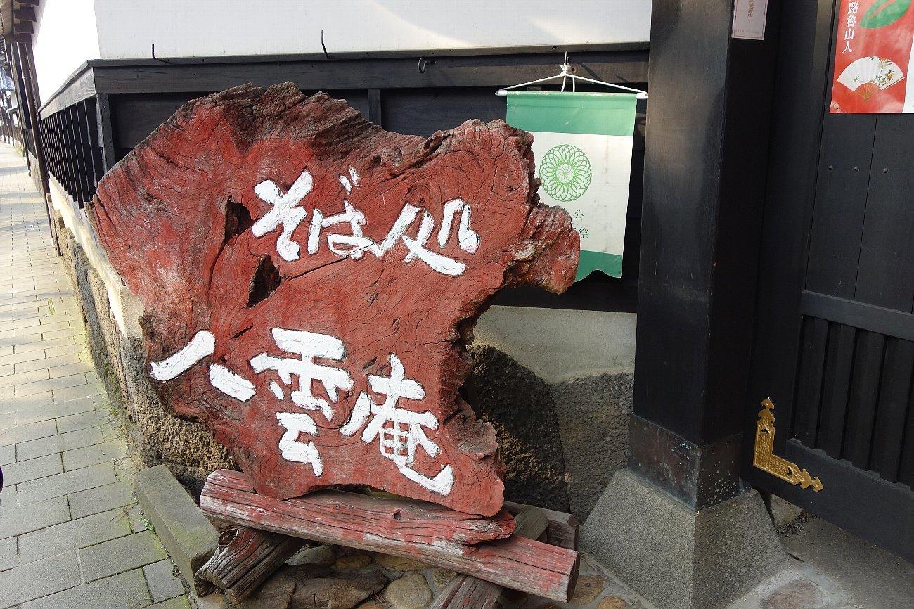 松江城の堀端を歩く_c0112559_08395341.jpg