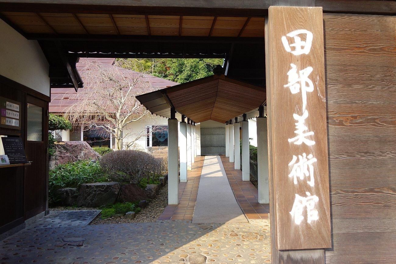 松江城の堀端を歩く_c0112559_08431753.jpg