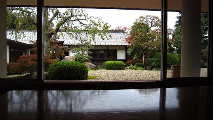 松江城の堀端を歩く_c0112559_08445177.jpg