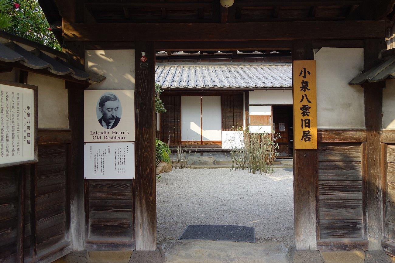 松江城の堀端を歩く_c0112559_08453275.jpg