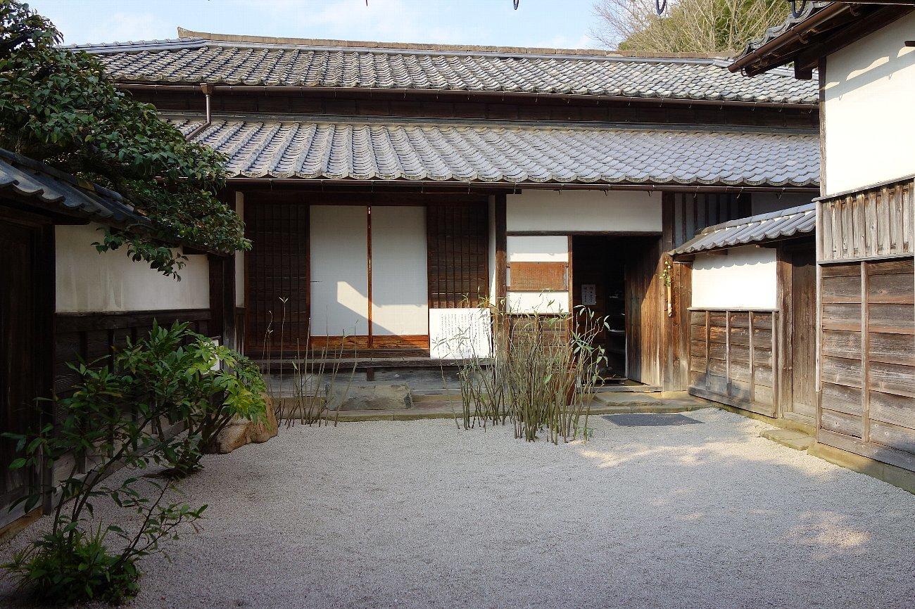 松江城の堀端を歩く_c0112559_08464098.jpg