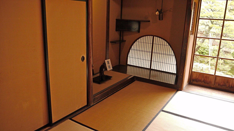 松江城の堀端を歩く_c0112559_08474448.jpg
