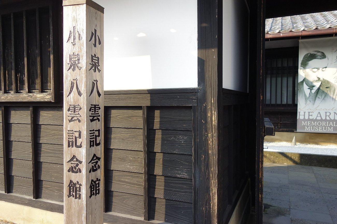 松江城の堀端を歩く_c0112559_08482219.jpg