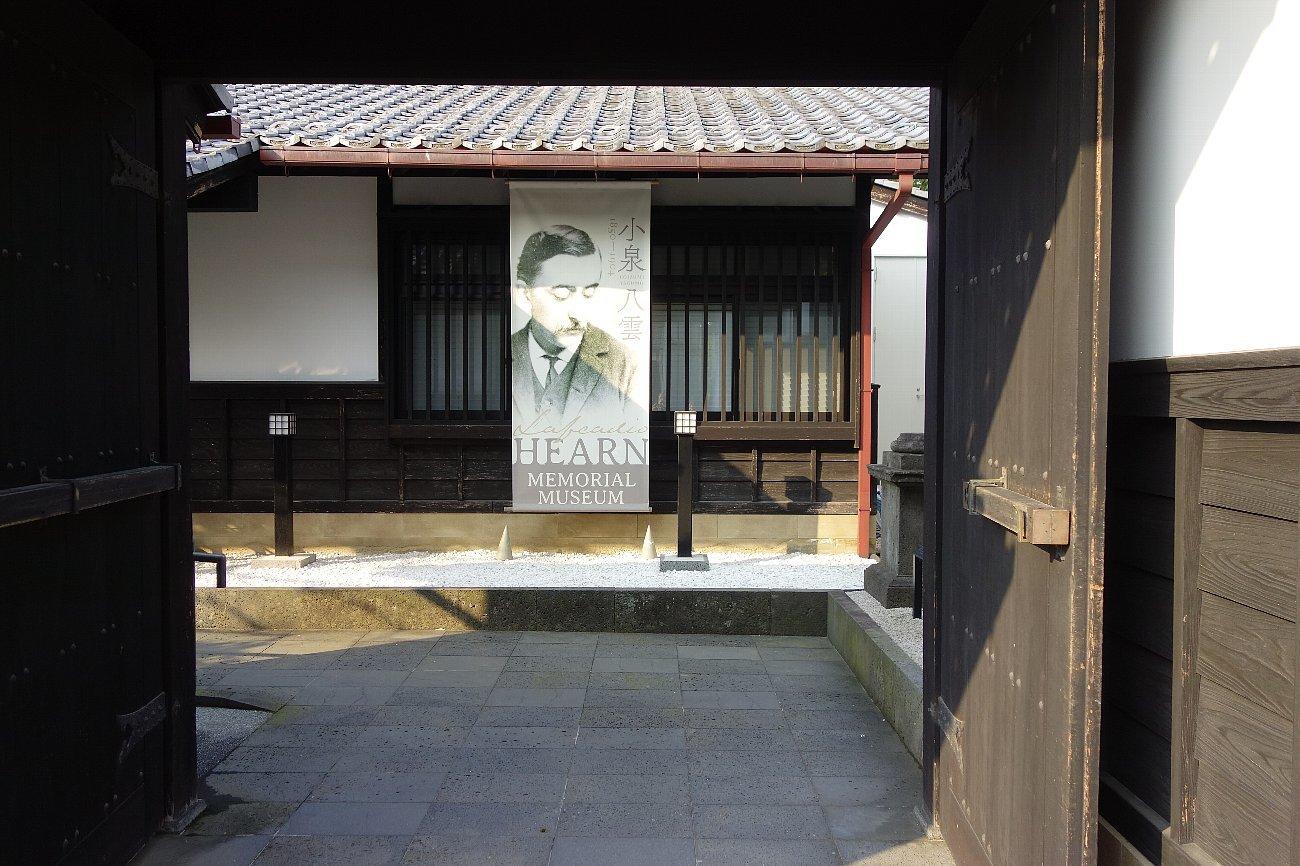 松江城の堀端を歩く_c0112559_08490543.jpg