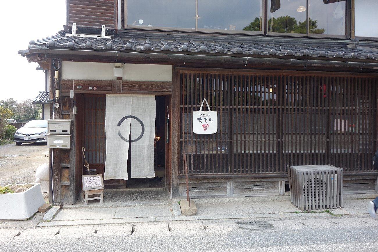 松江城の堀端を歩く_c0112559_08492854.jpg