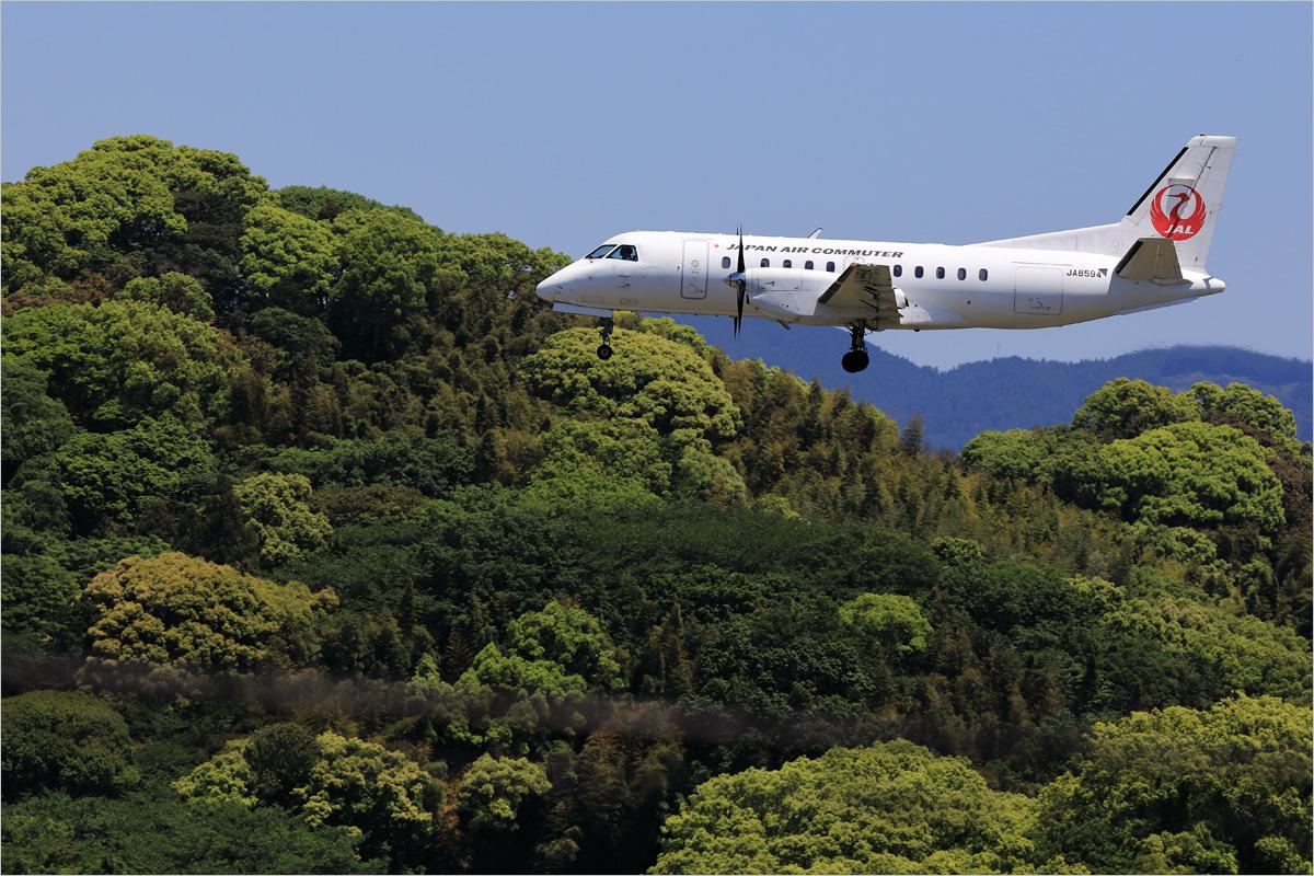 新緑の候 - 福岡空港_c0308259_00351548.jpg