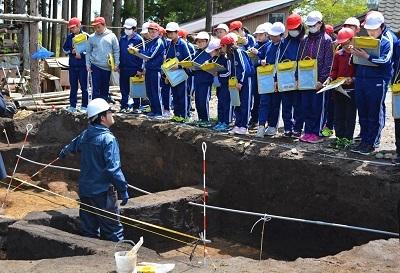 発掘!!村最大級の竪穴住居跡なのだ!_c0259934_11080131.jpg