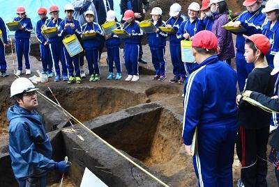 発掘!!村最大級の竪穴住居跡なのだ!_c0259934_11080142.jpg