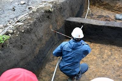 発掘!!村最大級の竪穴住居跡なのだ!_c0259934_11080217.jpg