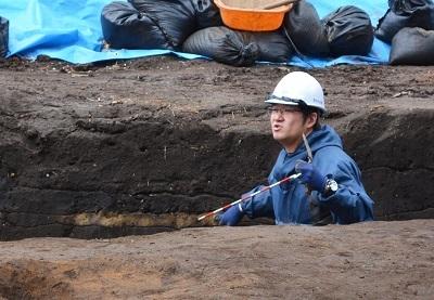 発掘!!村最大級の竪穴住居跡なのだ!_c0259934_11080285.jpg