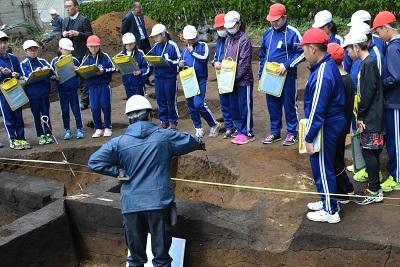 発掘!!村最大級の竪穴住居跡なのだ!_c0259934_11395803.jpg