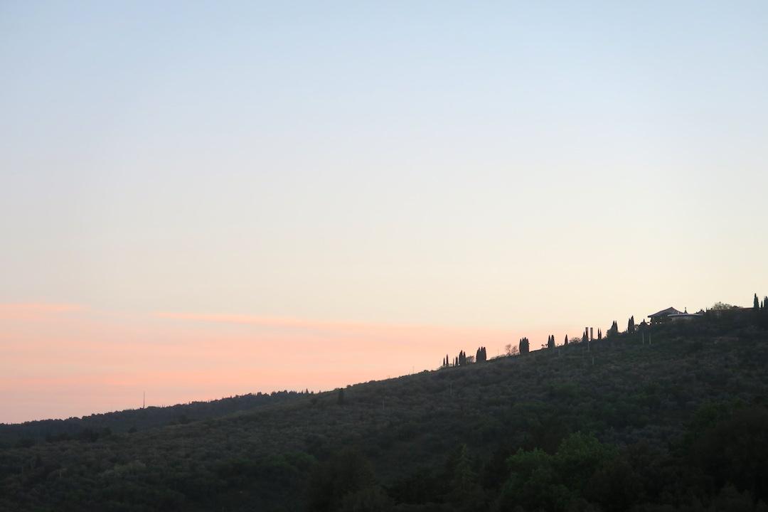 久しぶりに晴れた夕空と白い月_f0234936_627869.jpg