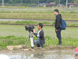 田植え体験(緑ヶ丘小・北郷小) _d0247484_1458463.jpg