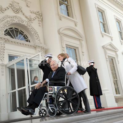 映画バイス:911テロの裏の実行犯ディックチェイニー元副大統領のおぞましい実体!_e0069900_00135124.jpg