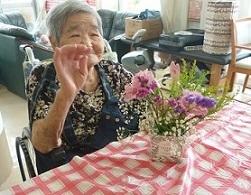 園芸療法の時間に母の日のフラワーアレンジメントをしました_d0163307_11331399.jpg