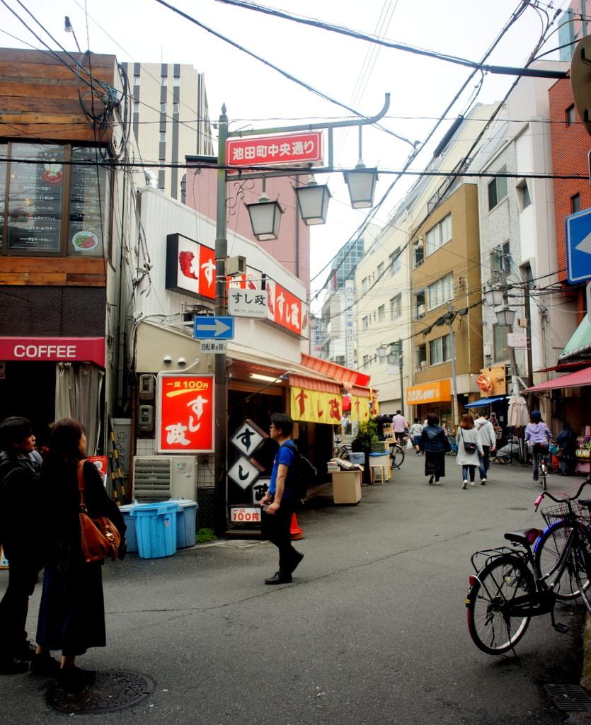 天神橋商店街散歩 4/30_c0180686_01555630.jpg