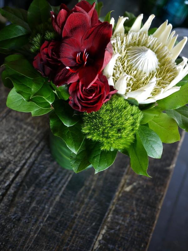 母の日にアレンジメント。「斬新な感じ」。釧路市春採に発送。2019/05/12着。_b0171193_00025104.jpg